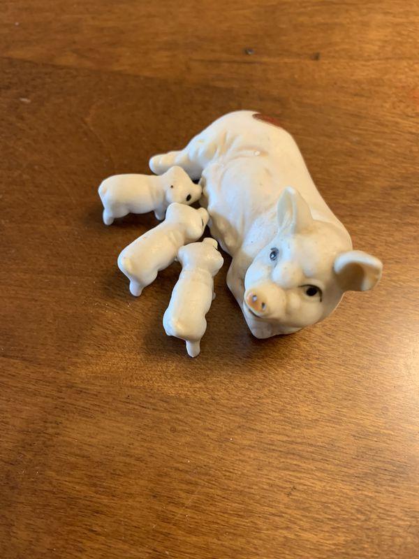 Bone China momma pig with piglets (nursing)