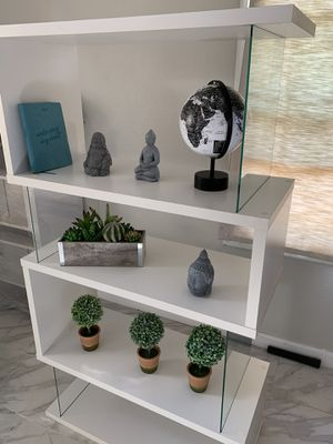 Large white modern bookcase/bookshelves/storage unit for Sale in Chino Hills, CA