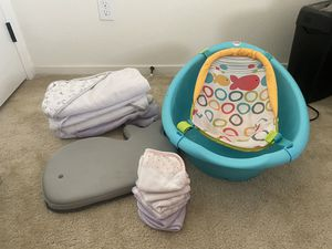 Baby Bathtub, kneeling mat, towels, and washcloths for Sale in Chula Vista, CA