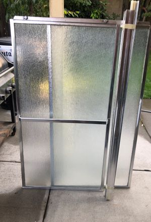 """Slide Shower door for tub 58 5/8 wide x57"""" hight year old in good condition come whit everything for Sale in Modesto, CA"""