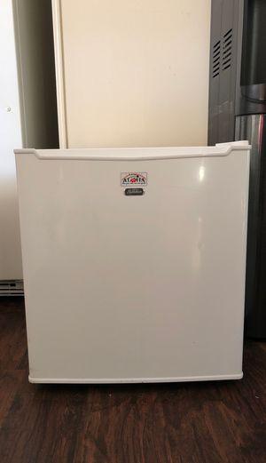Sun beam mini fridge for Sale in San Luis Obispo, CA
