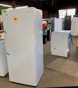 Frigidaire upright freezer FFFU13F2VW1🥶🥶 13Cubic feet 2KQ for Sale in China Spring,  TX
