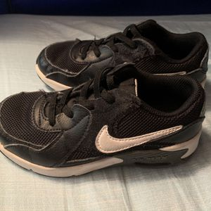 Boys Size 12.5 Nike Shoes for Sale in Franklin, TN