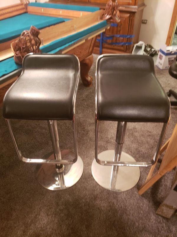 2 leather bar stools