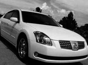 Nissan Maxima white car 2004 $800 for Sale in Columbia, MO