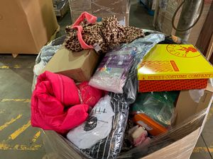 Clothing pallets for Sale in Dallas, TX