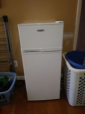 Small to medium size refrigerator with top freezer for Sale in Ocean Gate, NJ