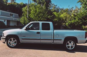 2001 Chevy Silverado Clean Title for Sale in Richmond, VA