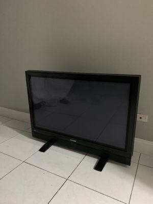 2 TV FREE for Sale in Ives Estates, FL
