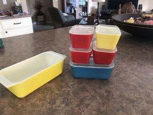 Vintage Pyrex refrigerator dishes for Sale in Pompano Beach, FL