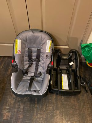 Graco Snugride 35 Car Seat + Additional Base for Sale in Alexandria, VA