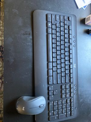 Logitech MK540 advance wireless key board and mouse for Sale in Portland, OR