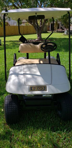 Fast PDS EZGO GOLF CART with NEWER batteries and tires IN EXCELLENT CONDITION CHARGER INCLUDED for Sale in Miami, FL