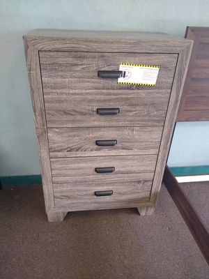 5 Drawer Chest for Sale in Glendale, AZ