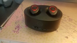 Bluetooth wireless earbuds w/charging case for Sale in Tacoma, WA