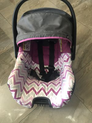 Baby car seat with base for Sale in Coachella, CA