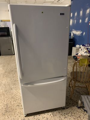 30by67 GE BOTTOM FREEZER AND TOP FRIDGE WHITE WITH WARRANTY for Sale in Lake Ridge, VA