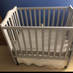 Crib With Mattress And Changing Table for Sale in Foxborough, MA