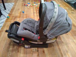 Car set & Base Graco for Sale in Haverhill, MA
