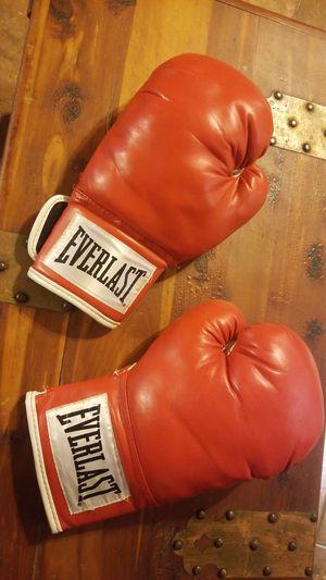 Everlast boxing gloves for Sale in Corpus Christi, TX