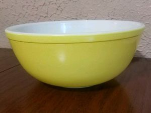 Vintage 4 Quart Pyrex Mixing Bowl #404 for Sale in Meyersdale, PA