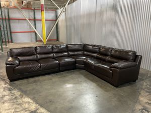 This traditional leather sectional collection from Marks & Cohen comes in four pieces, one left arm facing loveseat, one right arm facing loveseat, o for Sale in La Puente, CA