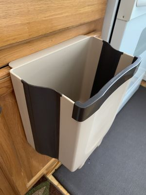 2.4 G Hanging Trash Can for Kitchen Cabinet Door, Small Collapsible Foldable Waste Bins for Sale in Queens, NY