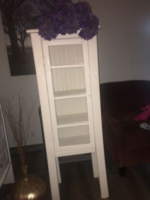 Beautiful white country shabby chic antique country cabinet 🌺🐓 for Sale in Pompano Beach, FL