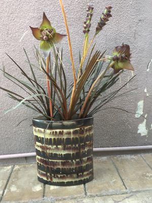 Flower flower vase .. for Sale in Los Angeles, CA