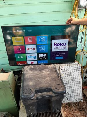 40inch highsense roku tv for Sale in Pensacola, FL