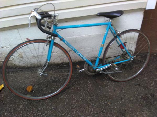 Vintage blue letour racer road bike