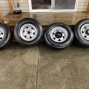 235/75/15 Michelin Tires On Jeep Wheels for Sale in Bothell, WA