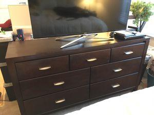 Bedroom Set - Queen bed frame, 2 nightstands, and dresser for Sale in Orange, CA
