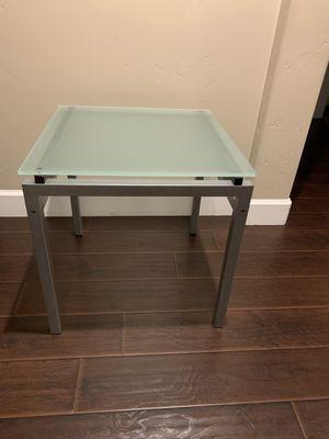 Corner table 22x22 for Sale in Sacramento, CA