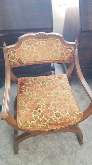 2 matching antique chairs. Good condition for Sale in San Manuel, AZ