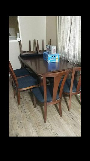 Real wood kitchen table for Sale in Fresno, CA