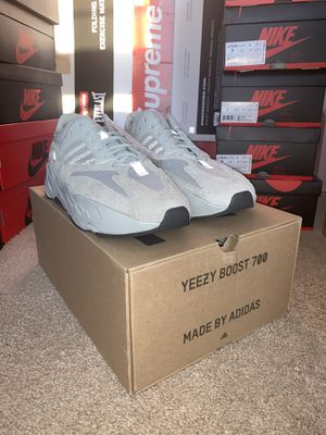 Adidas Yeezy 700 Salt Size 9 for Sale in Fairfax, VA