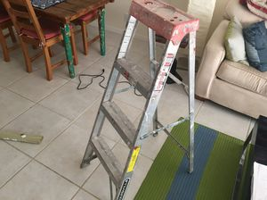 Louisville aluminum 4 ft ladder with 3 steps for Sale in Coral Gables, FL