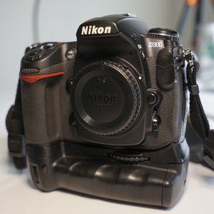 Nikon D300 w/ battery grip in original box for Sale in Portland, OR