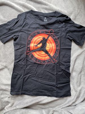 Jordan Looney Tunes Grade School T Shirt Sz Medium eo for Sale in The Bronx, NY