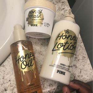 Lotion,oil And Face Mask Set for Sale in St. Louis, MO