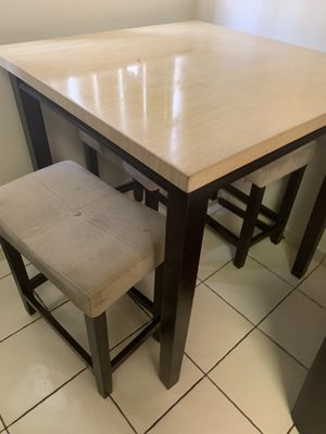 Dining or kitchen table with 4 stools for Sale in Tamarac, FL