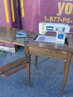IN GOOD WORKING CONDITION SEWING MACHINE for Sale in Santa Ana,  CA