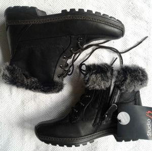 **NEW** LEATHER WOMEN WINTER BOOTS 6.5 WIDE for Sale in San Diego, CA