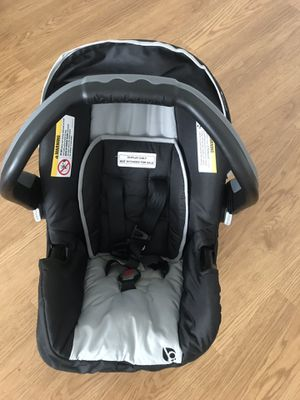 Baby car seat with the base for Sale in Alexandria, VA