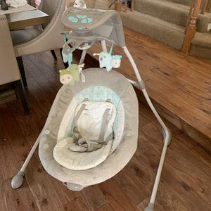 Baby Swing - Ingenuity Cradling swing for Sale in Los Angeles, CA