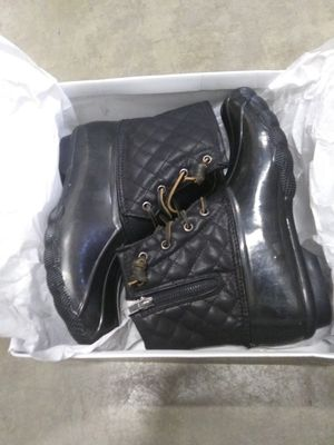 Womens Closed Toe Ankle Cold Weather Boots :Size:9 for Sale in El Monte, CA