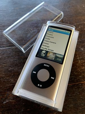 iPod Nano 5 (8 GB) + Xtras for Sale in Alamo, CA