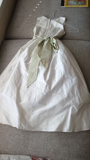 Flower girl dress size 6 for Sale in Morrisville, NC