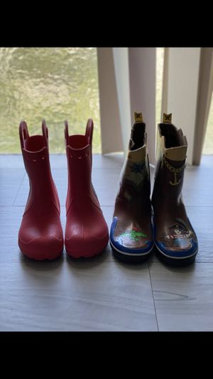 2 lot of rain boots for kids size 1 and 2 for Sale in Miami, FL